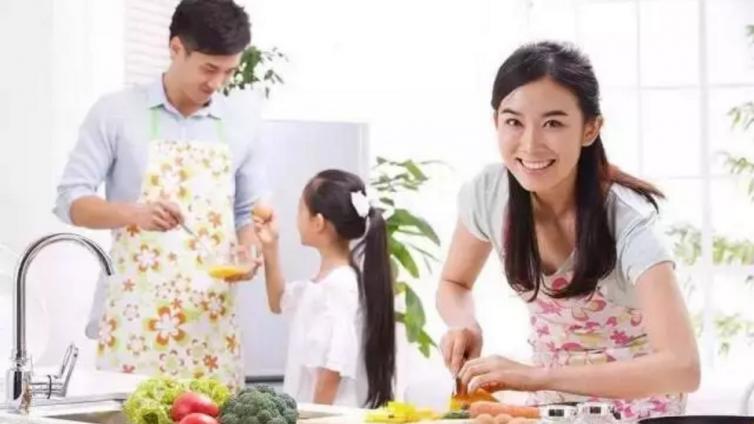 有先天缺陷的李亚鹏女儿为何如此自信?90%父母看完受益匪浅